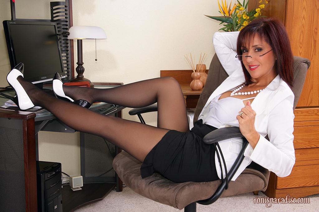 Roni s paradise secretary